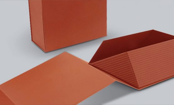 Collapsible laminated box